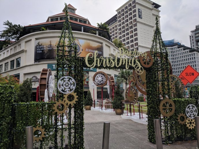 Singapore does Christmas early, too!