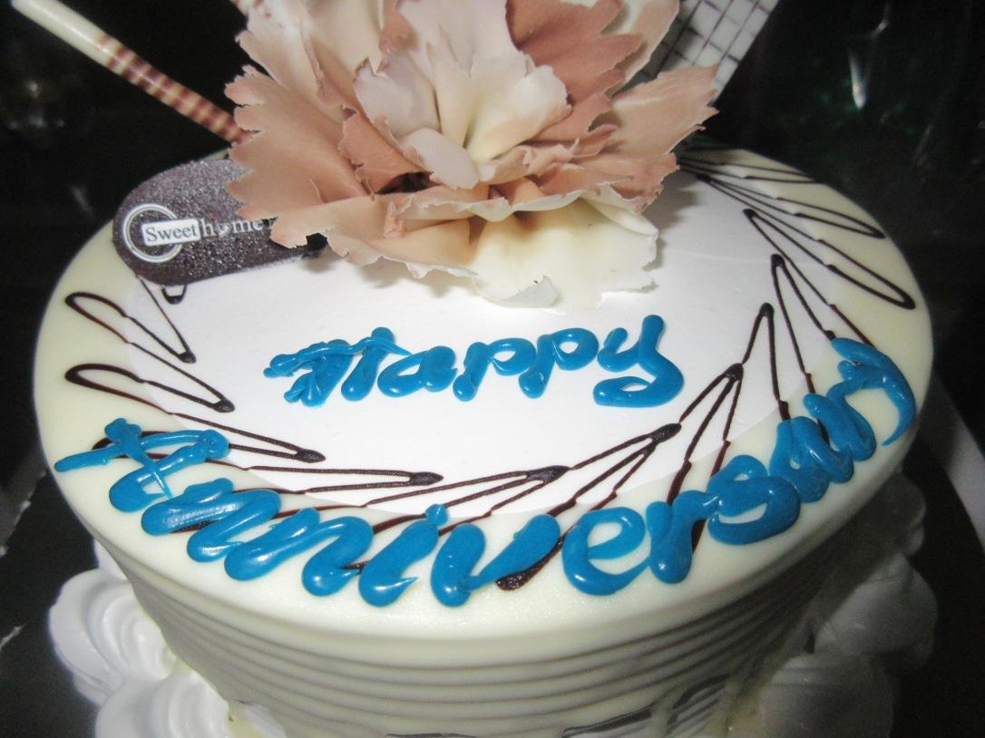 xo anniversary cake